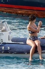 Alexa Chung and Pixie Geldof was pictured as they take to the seas in Mallorca http://celebs-life.com/alexa-chung-pixie-geldof-pictured-take-seas-mallorca/  #alexachung #pixiegeldof