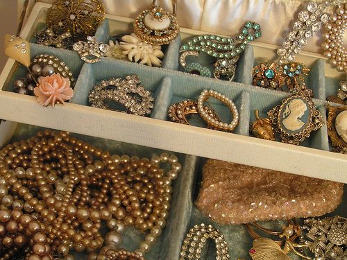 I remember going into my mom's bedroom and going thru all her jewelry boxes....looked very much like this.  Such fond memories ♥