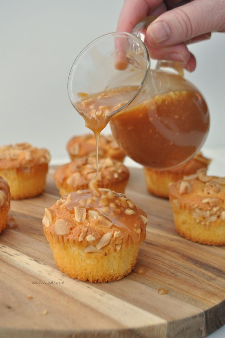 Peanut caramel cupcakes | Peanut karamel cupcakes | liefdevoorbakken.nl