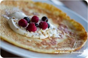 Jag äter nästan uteslutande omelett eller pannkaka till frukost. Gott och går fort och jag får i mig minimalt med kolhydrater men mycket protein och nyttigt fett. Så här gör jag min pannkaka på morgonen! Det är i princip samma recept som detta. 1 pannkaka 1 ägg 0,75 dl vispgrädde 1 msk bakprotein eller pofiber […]