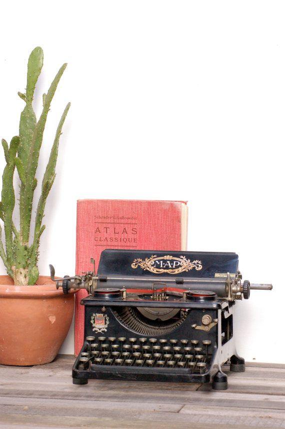 French vintage Machine à écrire française par Frenchvintagecharm
