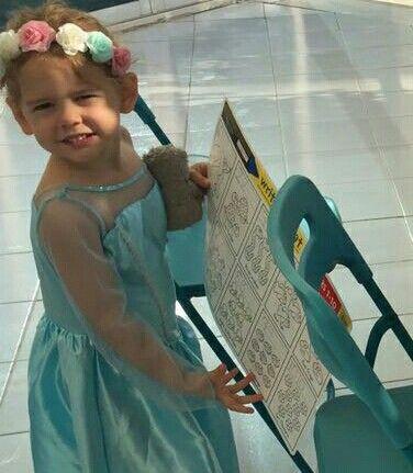 Rafaela posando su bello vestido.