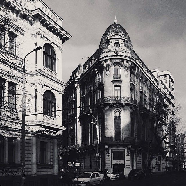 There's something beautiful about these old non renovated buildings in Bucharest. It makes the city so special.