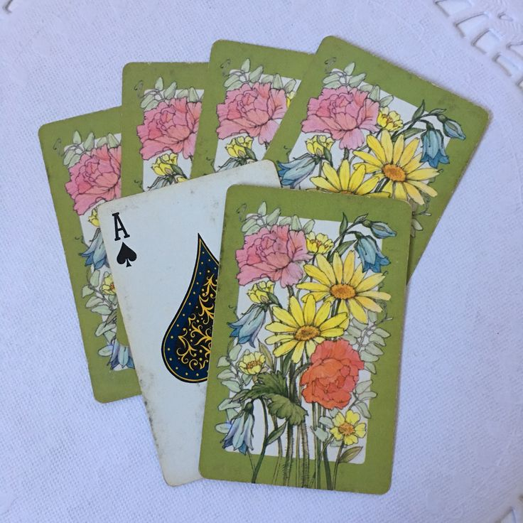 Set of 6 Assorted Vintage Bridge Playing Cards // Wildflower Daisy Set with Green Trim // Bright vintage color graphics // USED condition and free from rips, tears or creases // Perfect for arts and crafts, journaling or scrapbooking    #vintagehome #vintagestyle #loveinstavtg #usmcvet #shopsmall #instagramshop #vintageshop #vintageseller #vintagelife #vintageephemera #artsandcrafts #junkjournals #scrapbooking #smashbook #smashjournal #bunting #craftingsupplies #vintageprints #halloweenbooks…