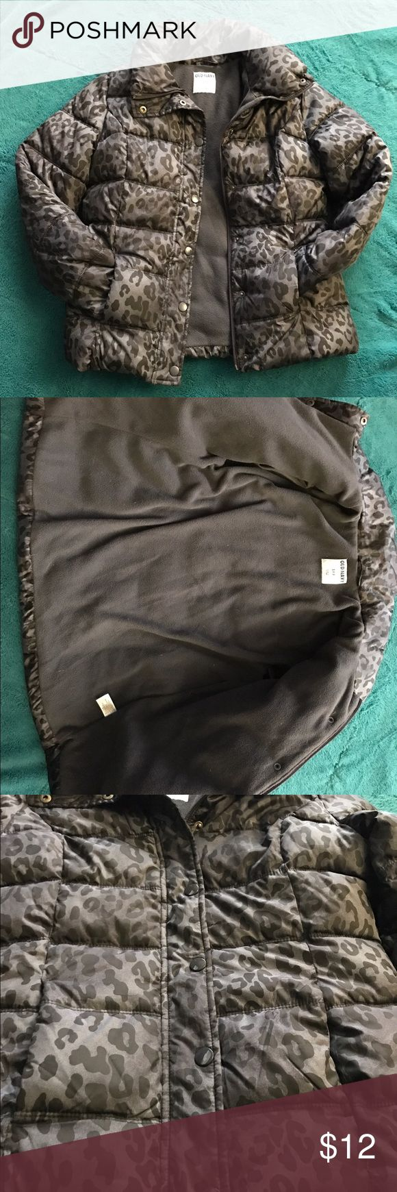 Old Navy Puffer Jacket Gray Leopard Size Small Cute, comfortable and warm puffer jacket. It was only worn a handful of times and in great condition! Old Navy Jackets & Coats Puffers