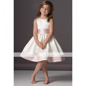 Love the look of this dress! My flower girl is older than the usual flower girl so I think this will be perfect! Just imagine it lime green with navy blue polka dots : )