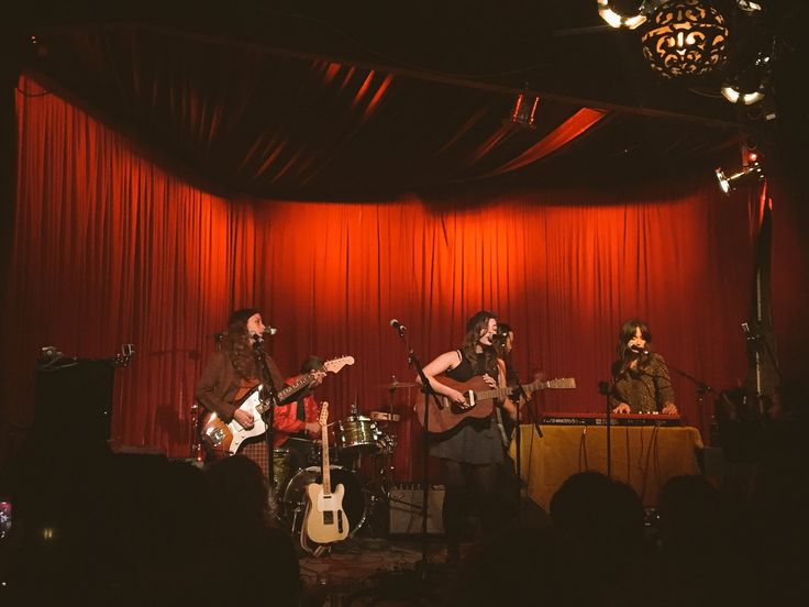 Looking for folk music in L.A.? Check out these local music venues for an intimate evening of live music.