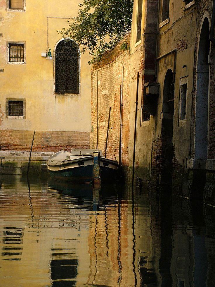 V e n i c e / I t a l i a Venice - 3 Things to Know http://www.travelthingstodo.com/venice-italy-5-things-traveler-know/