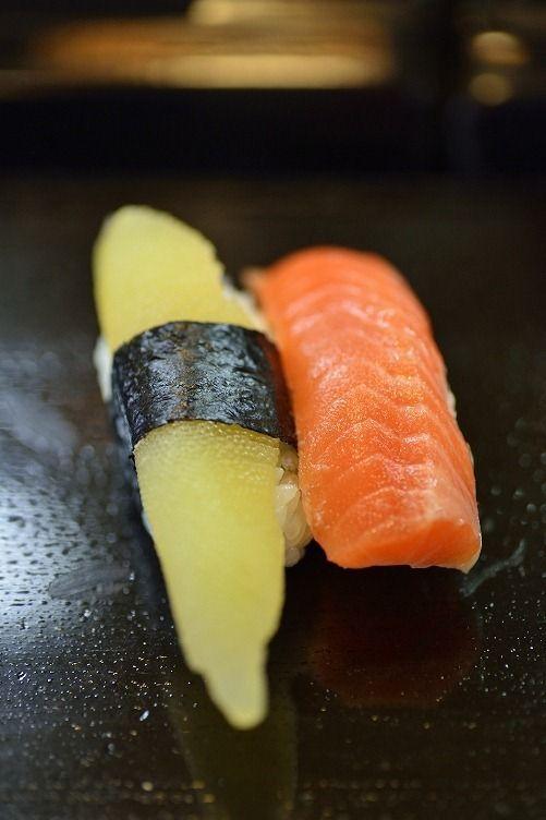 Sushi - Kazunoko (Herring Roe) and Salmon 握り寿司