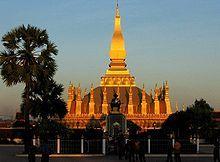 Laos,1 oficialmente República Democrática Popular Lao4 , es un país sin salida al mar del sureste asiático. El territorio actual de Laos perteneció al reino de Lan Xang (Tierra del millón de elefantes) entre los siglos XIV y XVIII. Tras el periodo colonial, en el que el país fue una colonia francesa, consiguió la independencia en 1949, a la que le siguió una guerra civil que culminó en 1975 con el ascenso al poder de los comunistas. Ahora es un estado socialista con economía de mercado.