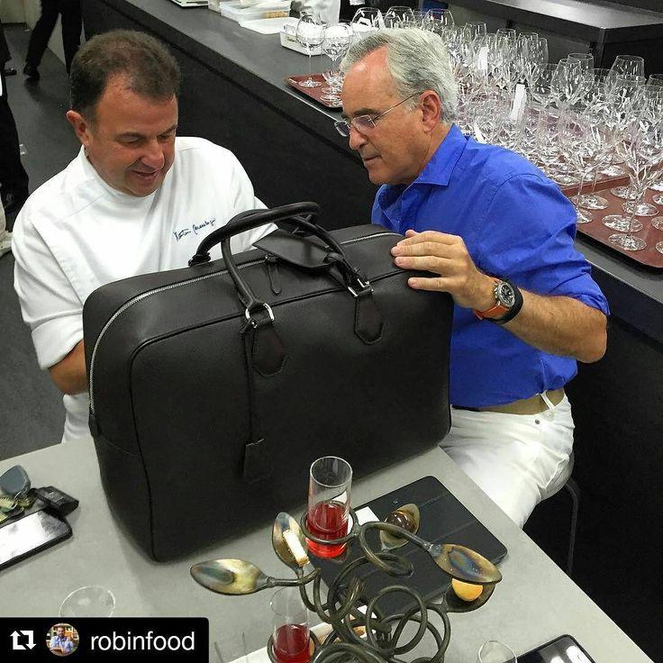 ¿Abre o no abre? #Repost @robinfood #leatherbag #luxurybag #friends #benchbags ・・・ Más contento que un crío con su scalextric! Garrote! #lasarte #martinberasategui