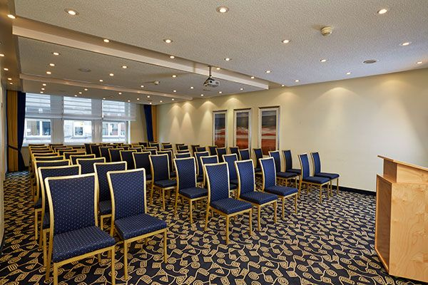 Eines der Konferenz- & Seminarräume / One of the conference and seminar rooms | H+ Hotel Bremen