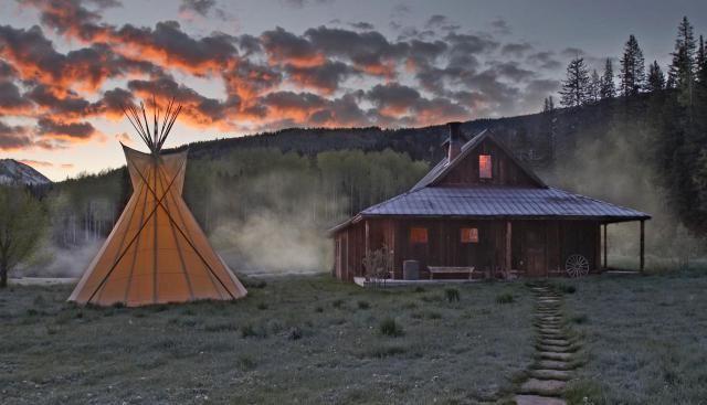 Dunton Hot Springs: Atreves-te a dormir numa localidade fantasma nas Montanhas Rochosas?