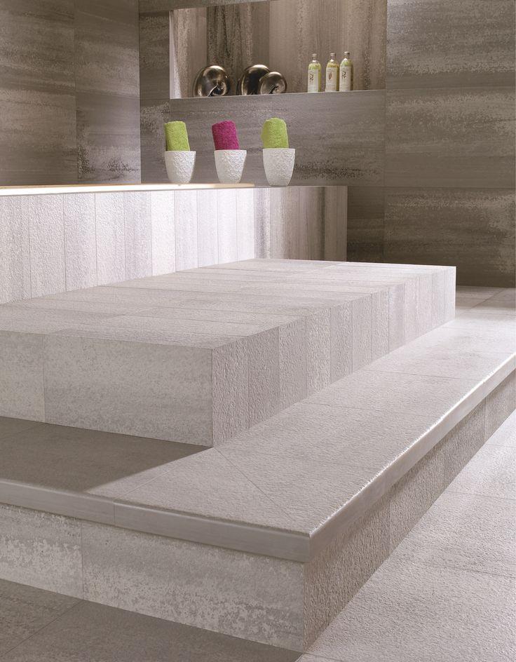 Frontek  - единственный на рынке продукт, предоставляющий заказчику комплексный подход, а именно возможность отделки фасада (экстерьер) единым материалом с внутренними помещениями (интерьер). На одной линии с Frontek, из одного сырья и по единой технологии производится керамогранитная плитка и ступени Venatto. Это позволяет в едином стиле и цвете (до уровня тона) через входную группу (ступени Venatto) облицовывать холл  и другие внутренние помещения  и фасад.