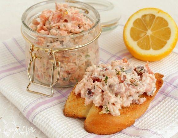 Рийет из лосося с миндалем. Ингредиенты: лосось свежий филе, лосось копченый, масло виноградных косточек