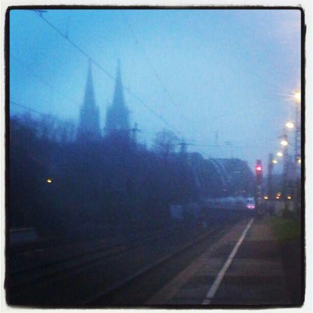 #KölnerDom heute morgen leider im Nebel. Nen schönen Gruß nach #Düsseldorf ;-)   #Salzburg #Berlin #Köln #Flughafen #Gold #pim #goldvertrieb #Aachen #Leverkusen #Remscheid #Solingen #Oberhausen #Wuppertal #Schweiz #Deutschland #Köln #Düsseldorf #Dortmund #Hamburg #München #Berlin #Frankfurt