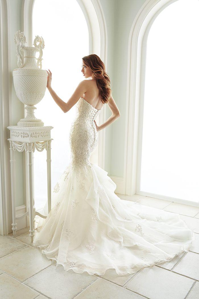 Trumpet skirt wedding dress