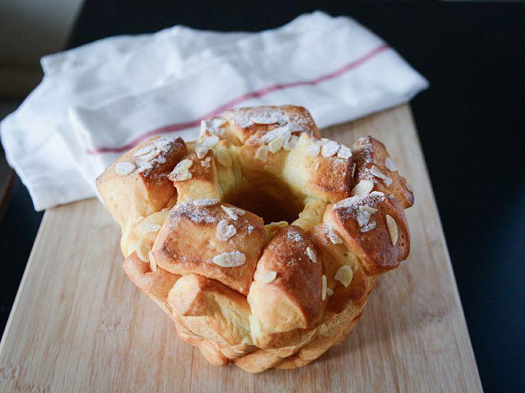 杏仁片狀似蛋糕的麵包
