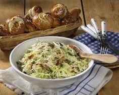Bayerischer Krautsalat mit Laugengebäck Rezept - Chefkoch-Rezepte auf LECKER.de | Kochen, Backen und schnelle Gerichte