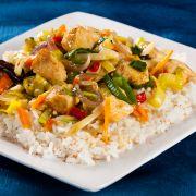 Nasi Goreng paksoi (gebakken rijst met kipfilets met paksoi)