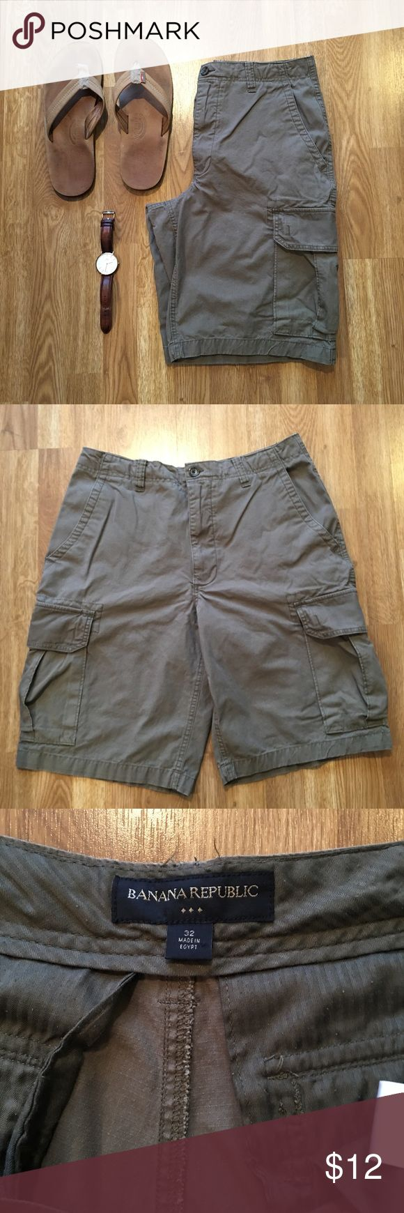 Men's Banana Republic Cargo Shorts In great condition cargo shorts from Banana Republic. These will be great for spring and summer. They are army green. All buttons are still there. Size 32 waist Banana Republic Shorts Cargo