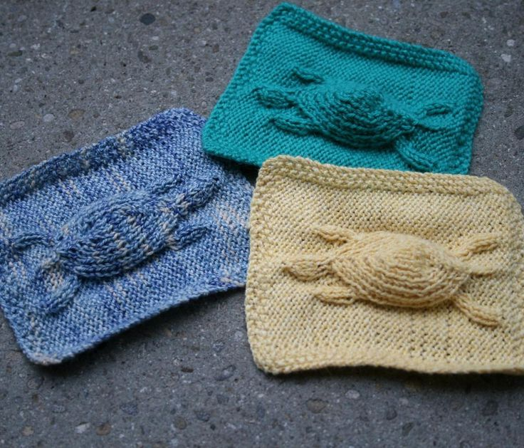 Free Knitting Pattern for Embossed Turtle Motif Cloth - This clever design by SmarieK takes some skill but it will be worth it. Knitters have incoporated this motif into blankets, sweaters, fingerless mitts, potholders, as well as dish cloths. Pictured project by anjasworld.