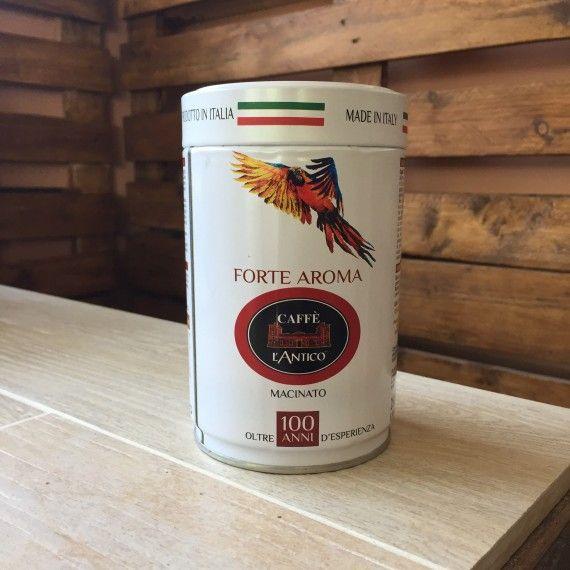 Caffè Macinato Forte Aroma - Barattolo Esotico Miscela di caffè Arabica, selezionati provenienti dal Sud America e caffè Robusta di origine africana. Gusto pieno con aroma dolce, bilanciato e persistente.