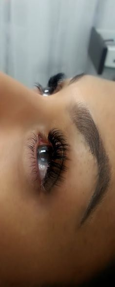 Bridal eyemakeup, long natural lashes