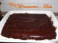 Torta al cioccolato e frutta secca