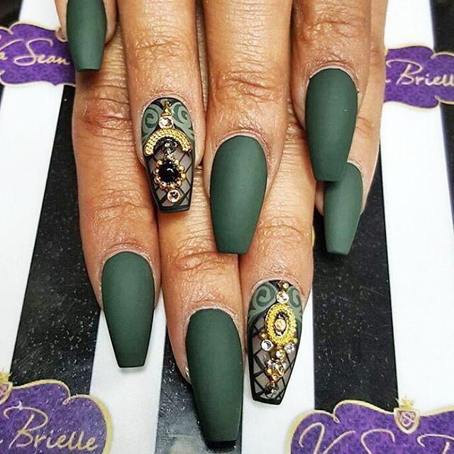 Matte Dark Green Coffin Nail Design |pinterest|@bombasticbeauty|
