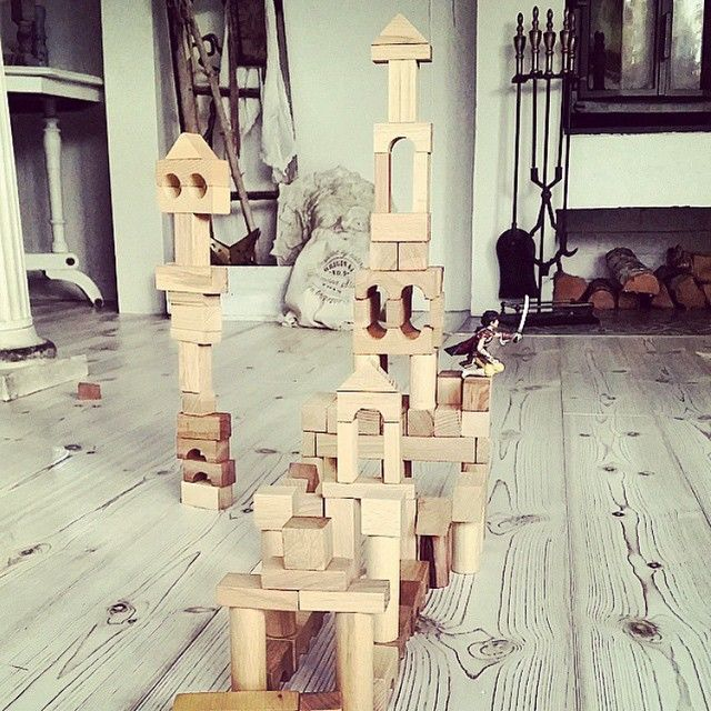 Hey @thereseartdeson thanks for this photo! :) #buildingblocks #woodenstory #woodenblocks #homeinterior #interiordesign #ecotoys #greentoy #naturaltoys #woodentoys #madeinthebeskidymountains #light #home