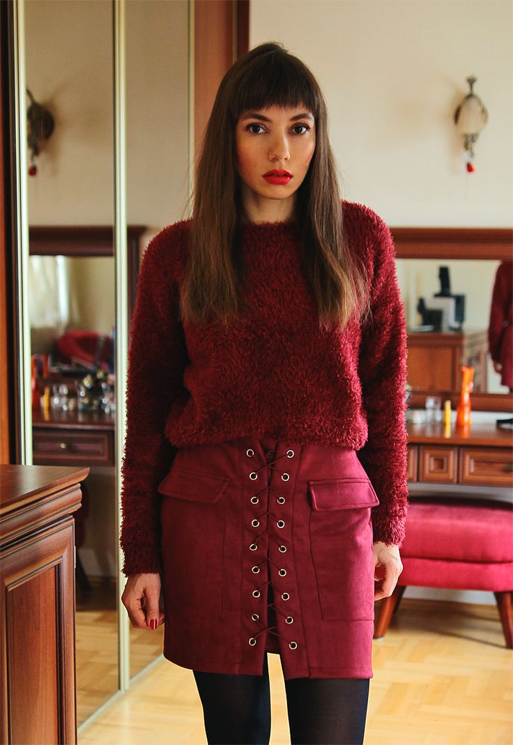 burgundy total look: lace up skirt and fluffy sweater: https://jointyicroissanty.blogspot.com/2016/12/lace-up-skirt.html  #ootd #moda #fashion #fashionblogger
