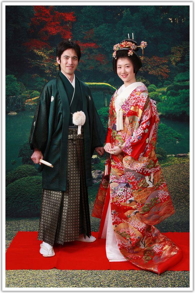 冬のウェディングによさそう♪温かみのある深いグリーンの袴☆ 参考にしたい男性の袴