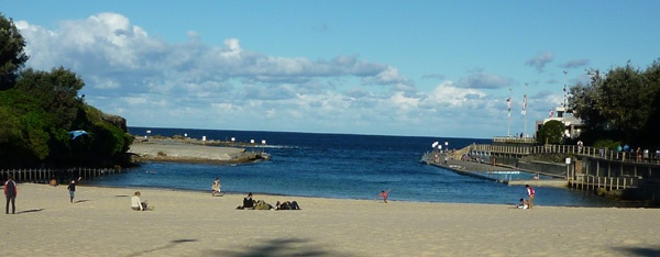 Clovelly Beach in #Sydney has something for everyone, sand & surf, deep water snorkling, ocean pool, grassy park, cafe,......