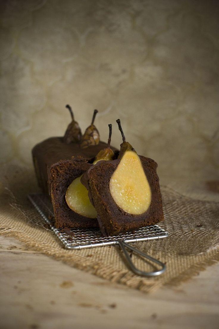 How gorgeous is this?!? Beschwipster Schoko-Nuss-Kuchen mit versunkenen Birnen & Gewürzen