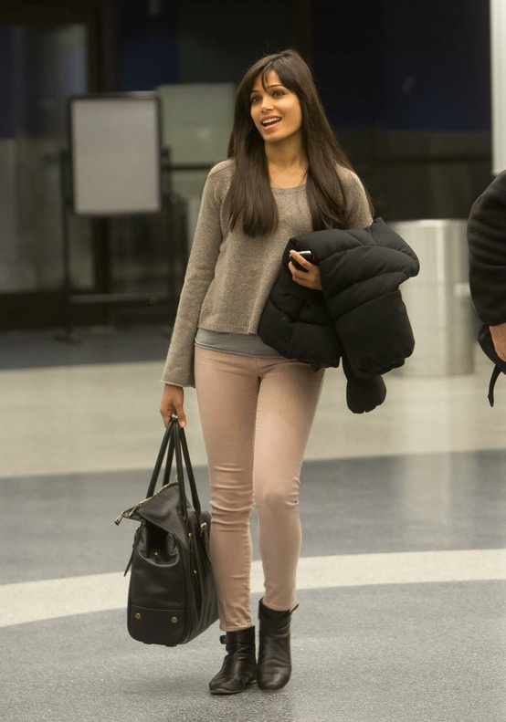 Frieda Pinto carrying the Belstaff Dorchester Bag. #belstaff #dorchester #celebfashion #friedapinto #bigtote #shopping #fashion #lineafashion BUY HERE http://www.lineafashion.com/store/mens-belstaff-bags/belstaff-dorchester-men-s-large-waxed-cotton-bag-mahogany-12045.html