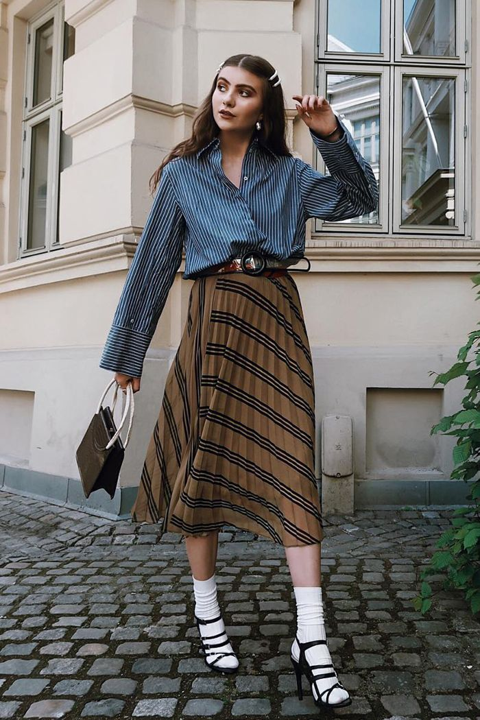 The One Skirt Trend Our Readers Can T Quit Midi Skirt Outfit Skirt Trends Midi Skirt Outfit Casual