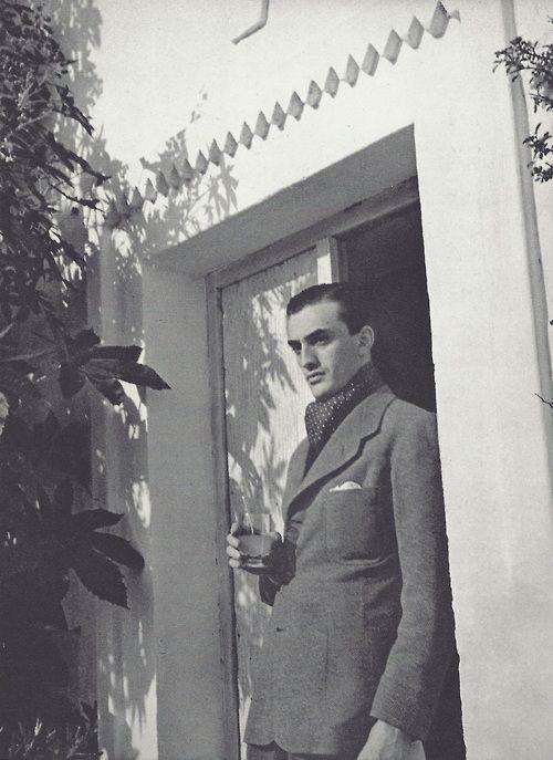 Luchino Visconti (comte Luchino Visconti di Modrone). Photo by Horst P Horst, 1935. S)