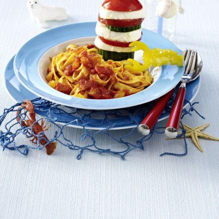 Tomaten-Käse-Leuchtturm im Nudelmeer Rezept