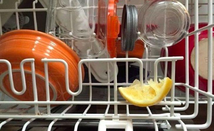 Une technique simple pour que le lave-vaisselle sente meilleur