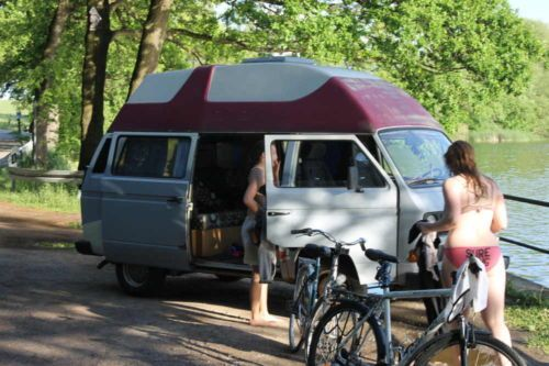 die besten 25 vw camper mieten ideen auf pinterest wohnwagen zum mieten vw bus mieten und. Black Bedroom Furniture Sets. Home Design Ideas