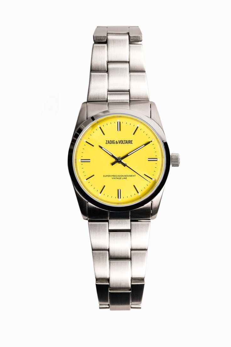 Montre Zadig et Voltaire, cadran jaune de 36 mm, boitier et bracelet 100% acier, boucle déployante, mouvement Miyota 2035, résistante à l'eau à 100m.