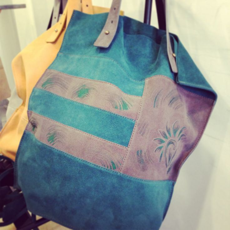 leather hand painted bag! #leather #bag #italy #look #moda #fashion #girl #woman #accesories