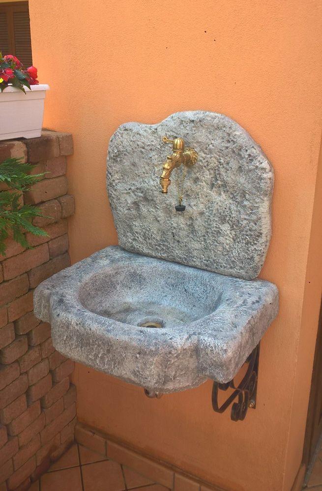 Lavello da giardino inn pietra ricostruita, modello Anterselva, colore: antichizzato. Località: Cirié (Torino).