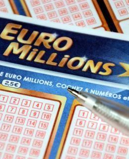 Pour gagner à l'Euro Millions, nul besoin de cocher vos chiffres porte-bonheur ! Les probabilités vous suggèrent certains chiffres, qui vous garantiront la victoire !
