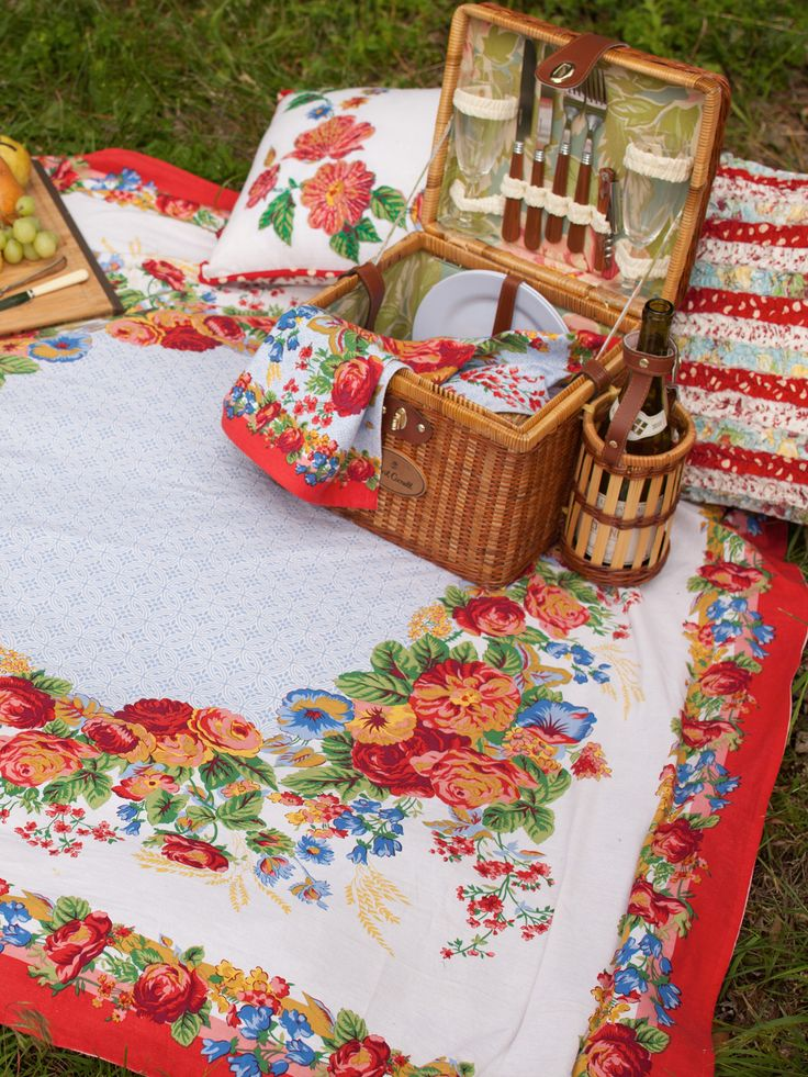 Marion Tablecloth | The Perfect Picnic: Tablecloths and Napkins :Beautiful Designs by April Cornell