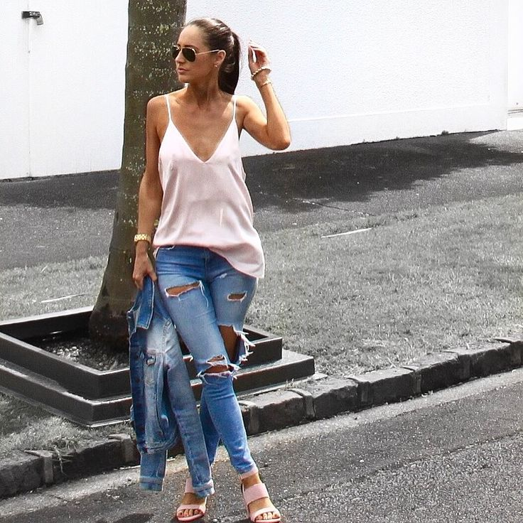 Blushing in my blush cami and heels form H&M. Denim via TopShop and Zara x