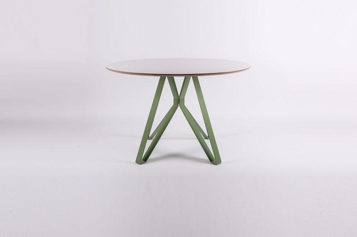 Stół jadalniany ALAMIN Nowoczesny stół stalowo drewniany do salonu, jadalni czy kuchni. Nasz stół Alamin jest osadzony w stylistyce, gdzie łączy się styl nowoczesny z reaktywowanym wzornictwem lat 50 i 60tych. Jego głównym atutem estetycznym jest podstawa stalowa, złożona z czterech połączonych ze sobą nóg. Nasz nowoczesny stół sprawia wrażenie bardzo delikatnego, ale to […]