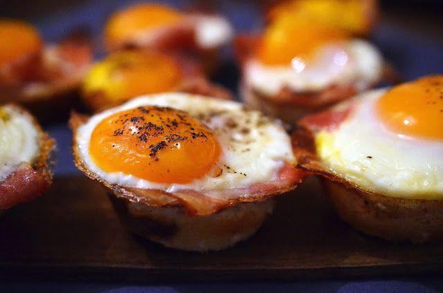 Frământări la cuptor: Cosulete cu bacon si oua