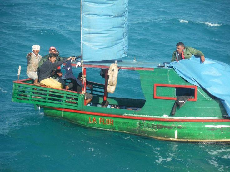 Personal De La Armada De México Rescata A 14 Cubanos En Costas De Yucatán